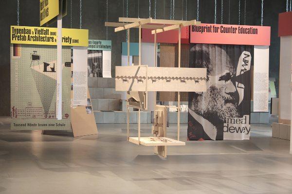 Bildungsschock   Ausstellungsansicht   © Silke Briel / HKW