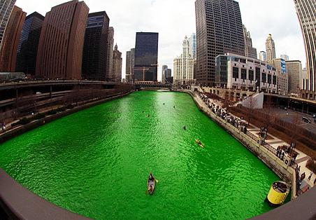 chicago_river_green.jpg (452×314)