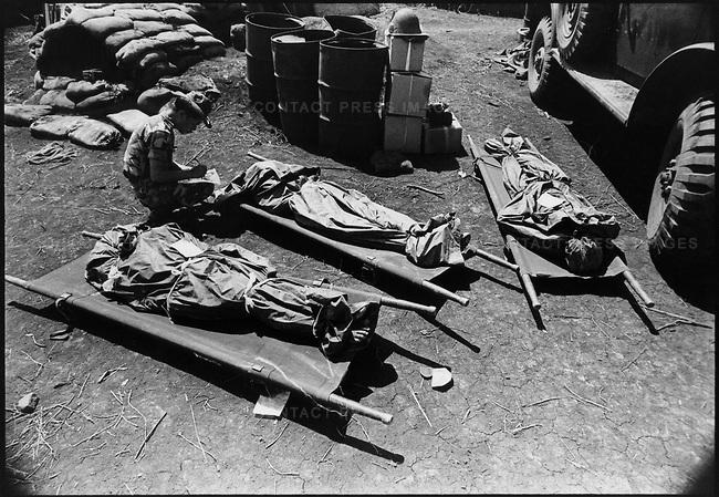 Tá» sÄ© trận Hạ Lào Äược ÄÆ°a vá» hậu cứ Æ¡ Quảng Trá», tháng 2, 1971.  Nguá»n:  © David Burnett  Contact Press Images