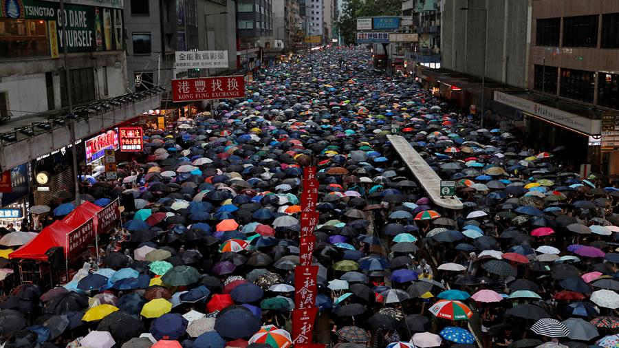 Le HuffPost - À la Une: marée humaine à Hong Kong, l'Open Arms bloqué en mer et ... (extrait) dans Politique