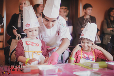 """Bambini """"Cuochi per un giorno"""" insieme agli chef stellati: torna il Festival nazionale di cucina under 12, il 6 e 7 ottobre a Modena"""