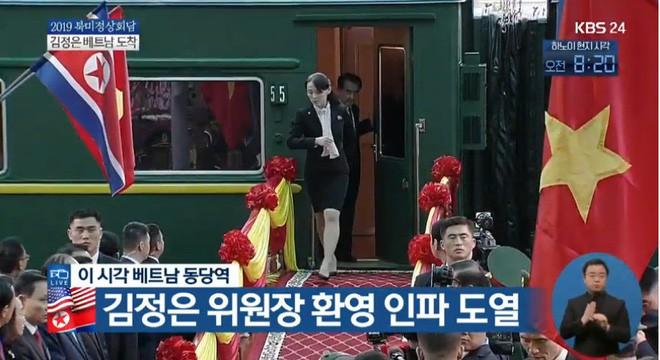 Chủ tịch TriỠu Tiên Kim Jong Un cùng em gái bước xuống từ tàu bỠc thép, bắt đầu công du Việt Nam - Ảnh 2.