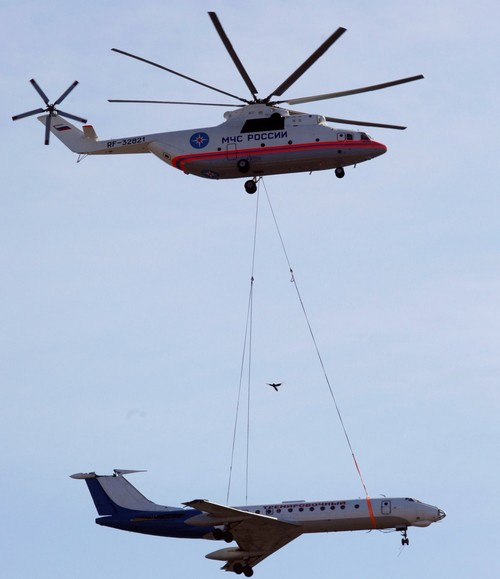 Mil Mi-26 (Halo) của Nga, nó có tốc độ tối đa 295 km/h