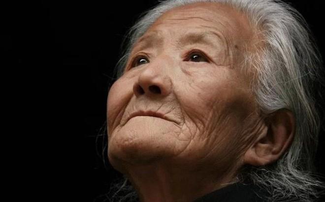 Bức thư tuyệt mệnh của người mẹ 80 tuổi hối hận vì sinh ra 4 con trai khiến nhiều người trào nước mắt