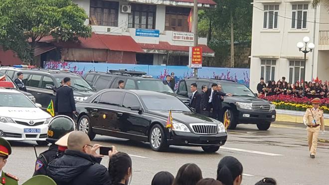 Chủ tịch TriỠu Tiên Kim Jong Un cùng em gái bước xuống từ tàu bỠc thép, bắt đầu công du Việt Nam - Ảnh 3.