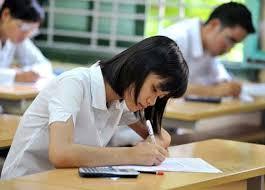 Thí sinh làm bài thi.