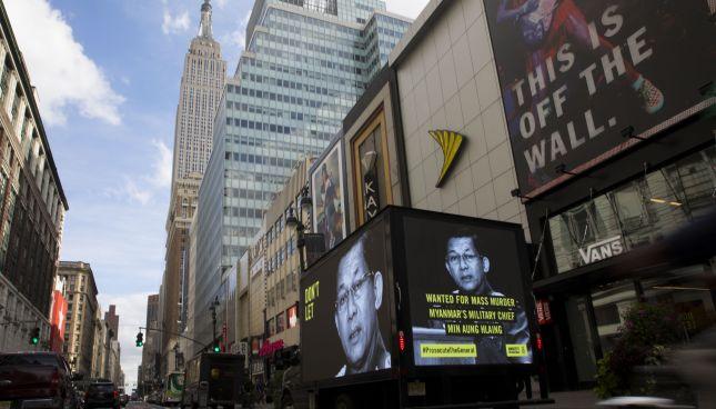 Acción en Nueva York donde hemos llenado la ciudad con carteles de la cara de Min Aung Hlaing ©Amnesty International
