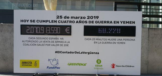 #ContadorDeLaVerüenza instalado en la plaza del museo Reina Sofía ©Amnistía Internacional