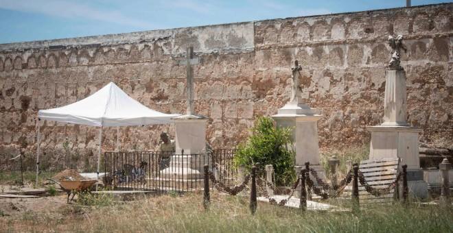 Zona de exhumación en el viejo cementerio de San José. / SOS BEBÉS ROBADOS CÁDIZ