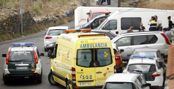 Agentes de la Policía Judicial de la Guardia Civil en la casa de La Orotava, al norte de Tenerife. - EFE