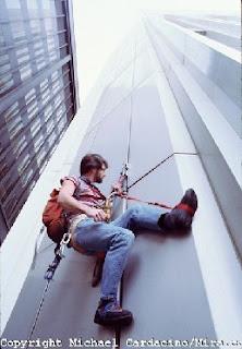 http://1.bp.blogspot.com/-Qu0Pq_oYvyY/T8DnddOi2bI/AAAAAAAAXNA/6EaJ8ZQfkBM/s1600/climberMA29007261-0004.jpg