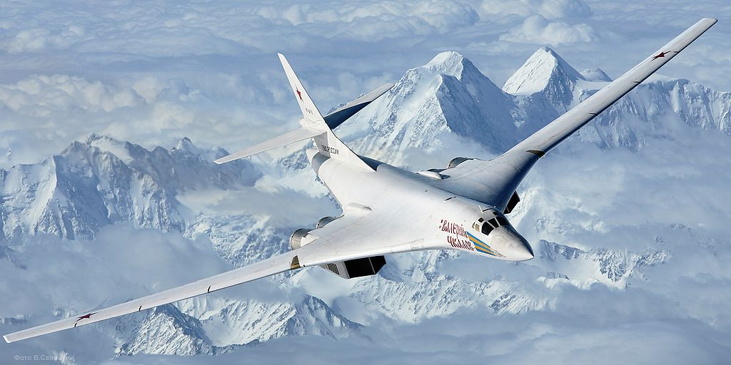 https://americanmilitarynews.com/wp-content/uploads/Air-to-air_with_a_Tupolev_Tu-160.jpg