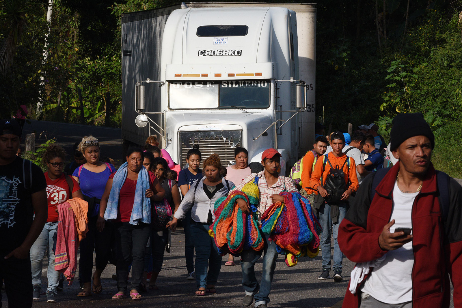 https://americanmilitarynews.com/wp-content/uploads/WORLD-NEWS-IMMIGRANTS-CARAVAN-GET.jpg