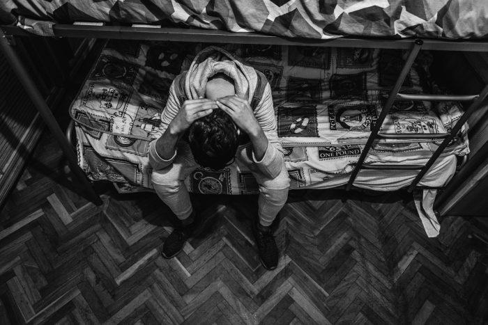 Chaval extranjero sin familia y solo. Foto: Ignacio Marin