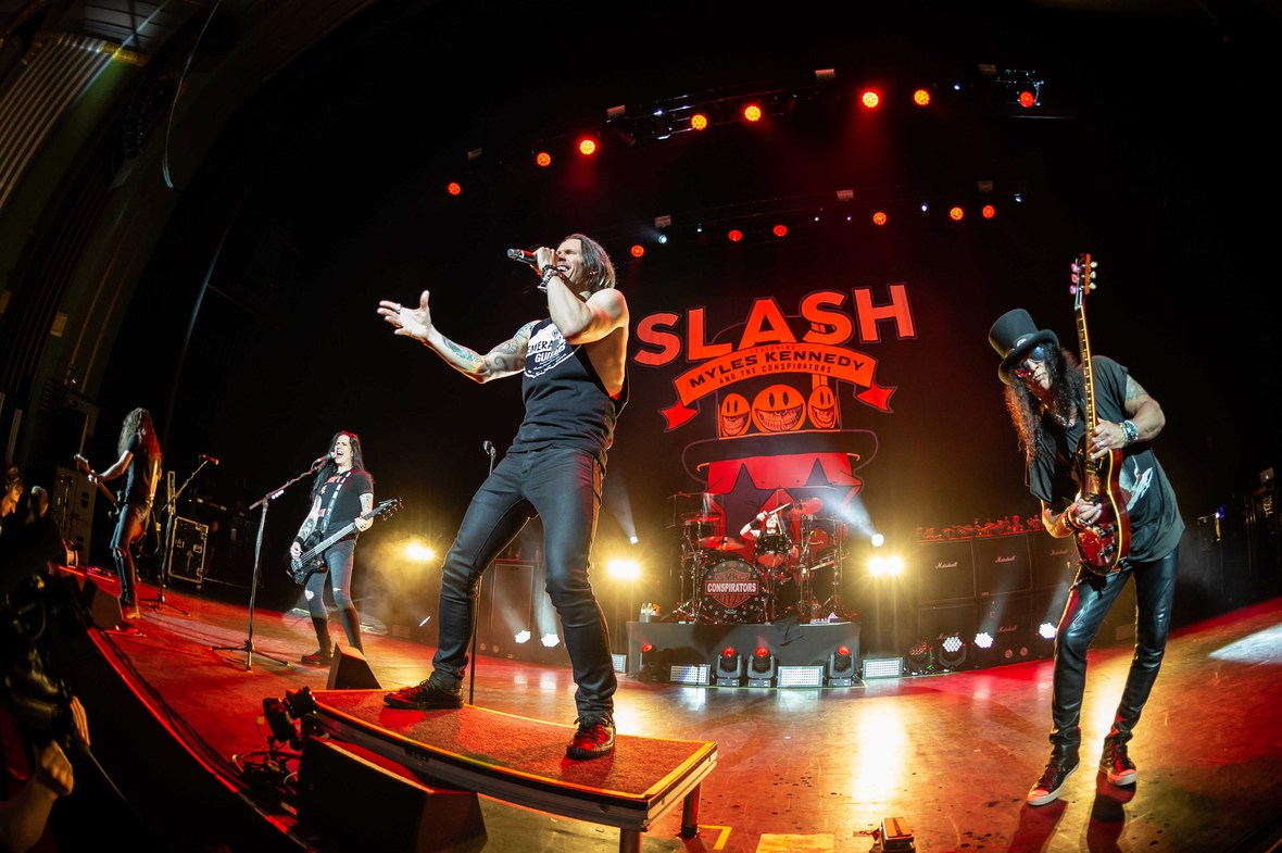 Copy of Slash Myles Kennedy DSC 1833 Credit-Kevin Nixon
