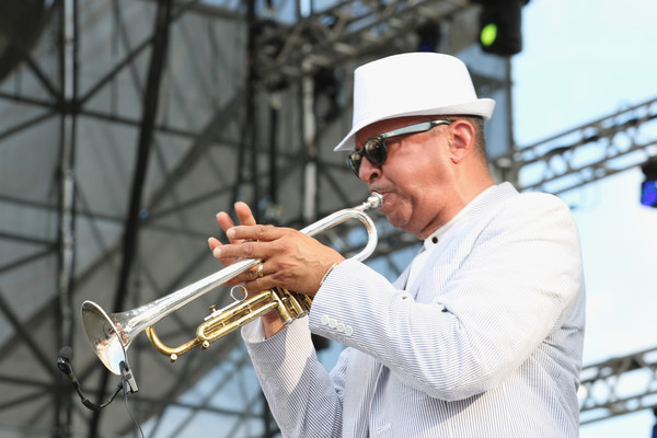 Tom Browne 10th Annual Jazz Gardens Celebrating AVG6 Bta-RYl