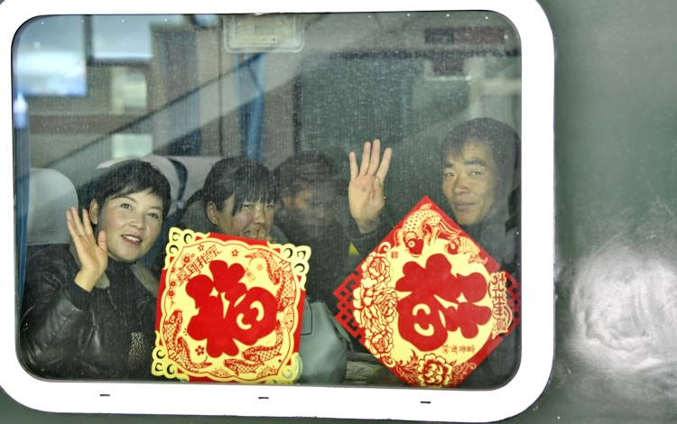 Passengers wavethrough the train window at the Lhasa Railway Station on January 10, 2020, the first day of the Spring Festival travel season. Photo: Xinhua