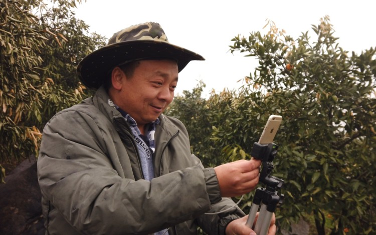 Zhong Haihui, a fruit farmer from central China's Hunan province, live-streams for short video app Kuaishou and e-commerce platform Taobao. Photo: Chris Chang