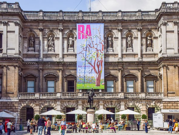 View of a busy Royal Academy of Arts 10-Aug-2021