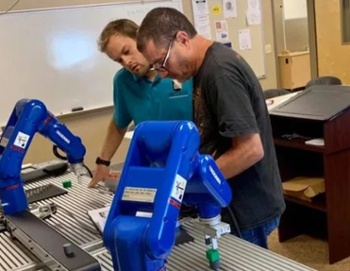 How to Use Robotics Training to Build Manufacturing Skills
