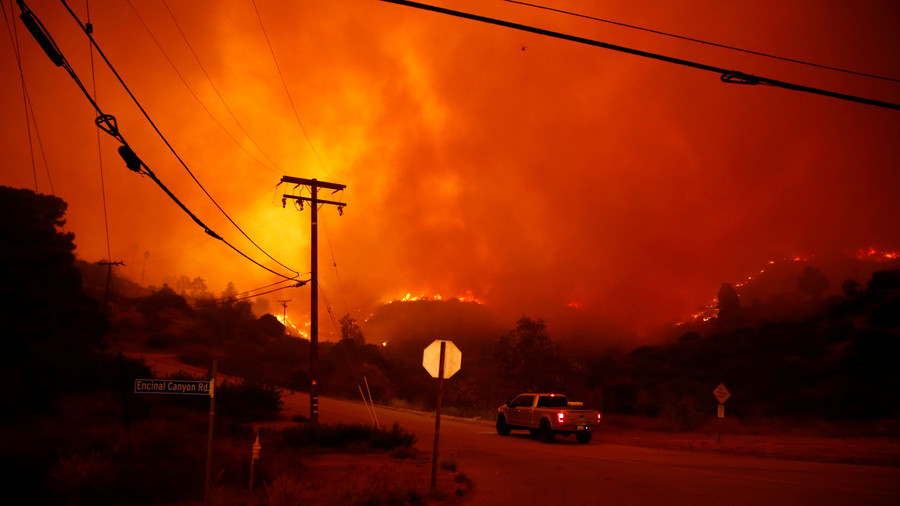 Celebrities flee as the South California wildfire closes in on star-studded neighborhoods (PHOTOS)