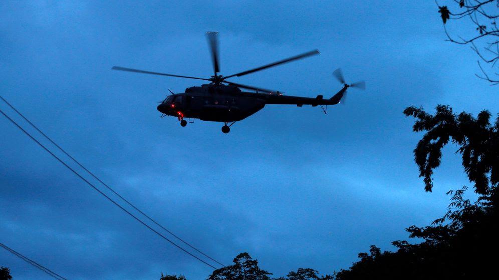 Foto: Uno de los helicópteros militares que se han movilizado para el rescate. (Reuters)
