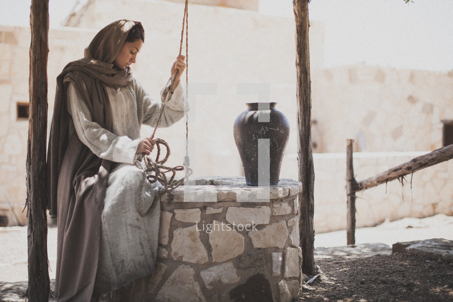 The woman at the well drawing water — Photo — Lightstock