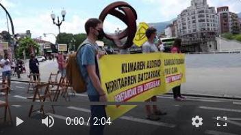 Video de la acción en Bilbao cuando Extinction Rebellion Euskal Herria bloquea el trafico para exigir una Asamblea Ciudadana por el clima