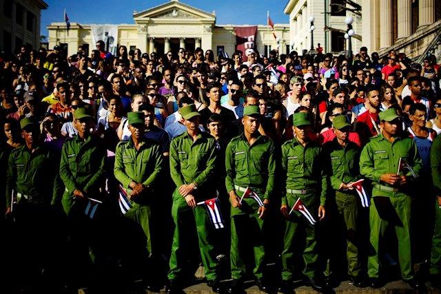 Jóvenes en la Colina Universitaria, La Habana.
