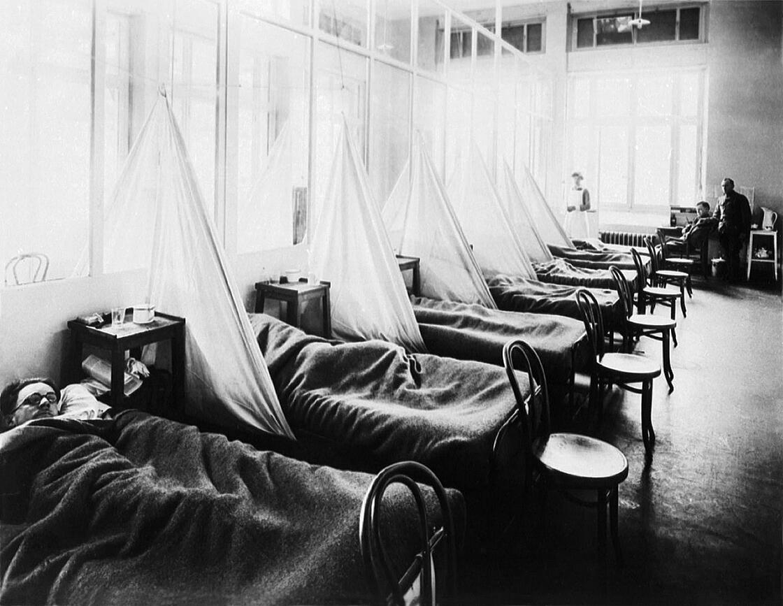 1918. American Expeditionary Force victims of the Spanish flu at a US Army Camp Hospital in France. Public domain.