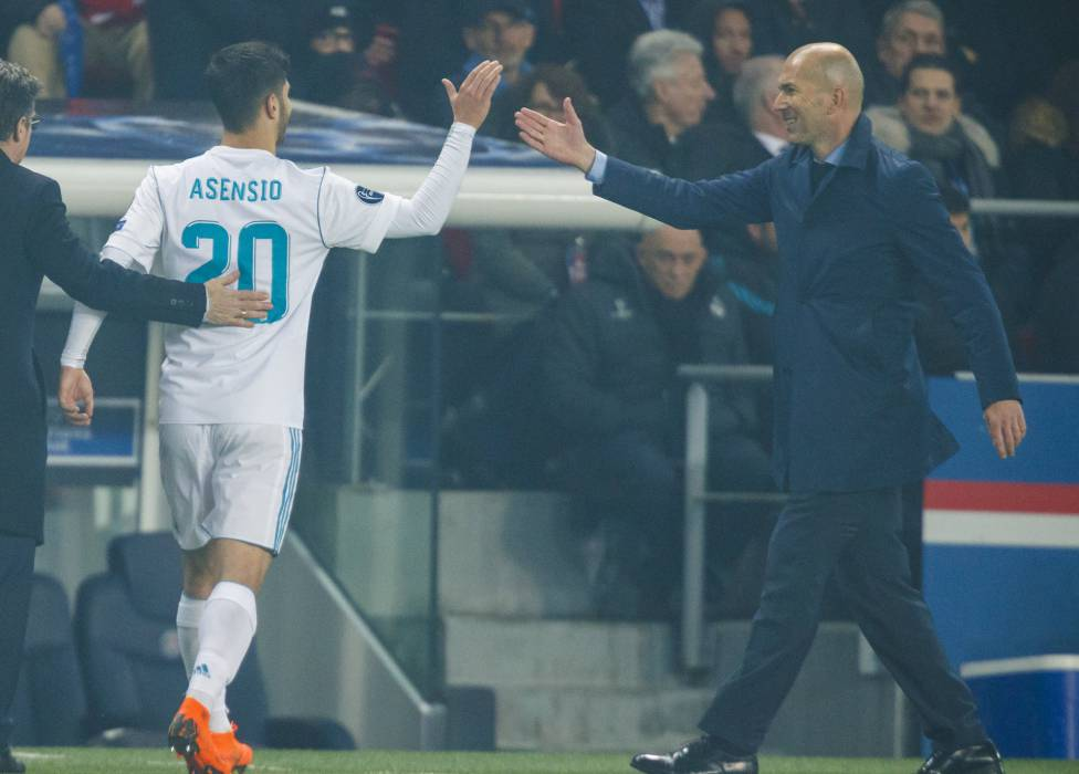 Zinedine spoke to the press following Real Madrids victory over PSG, covering his selection of Lucas and Asensio, Bale on the bench, and the opposition.