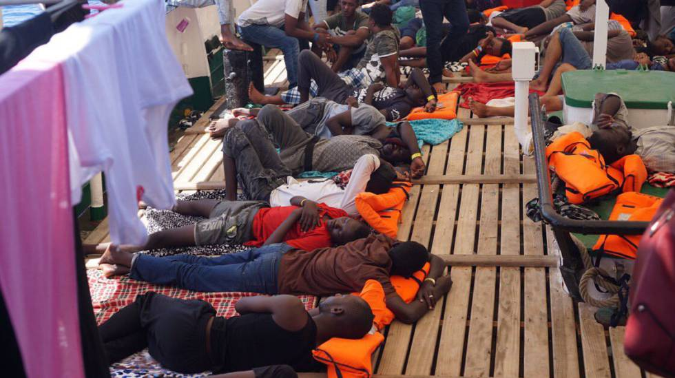 Los migrantes rescatados por el 'Open Arms', el pasado jueves.