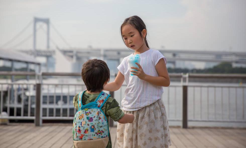 Dos menores japoneses en una imagen de archivo.