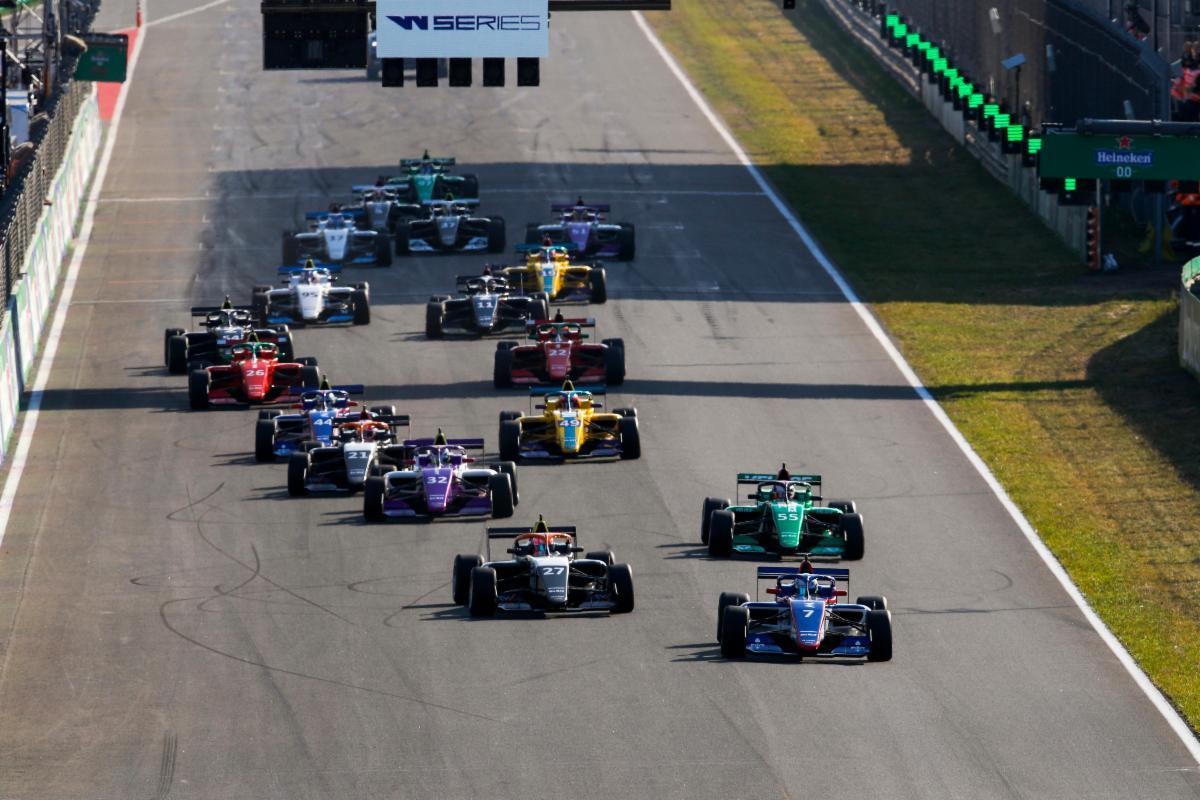 WSeries-RaceStartMultiCar-sm.jpg