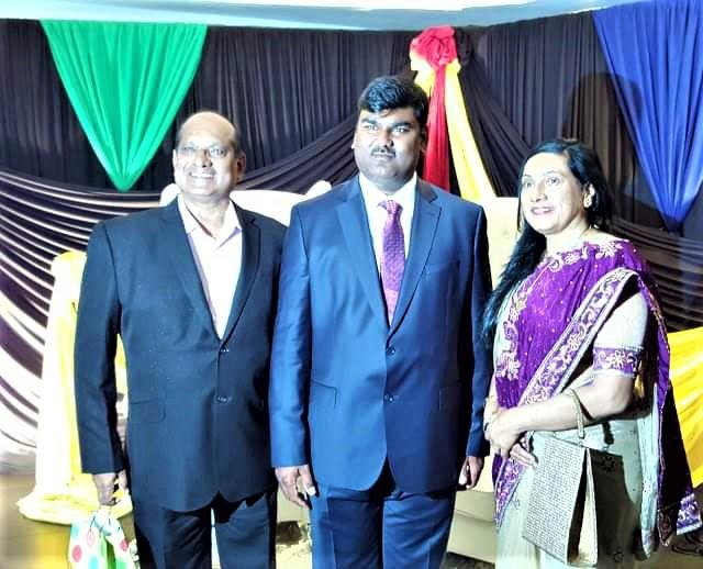 gopio iNTL. leaders paying tribute to S.V. Naicker at his funeral