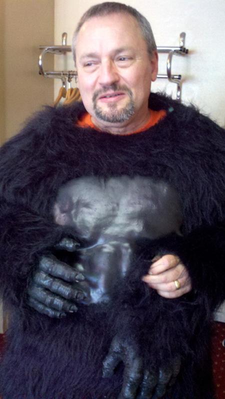 Gorilla-Bob-HeadOff-Portrai