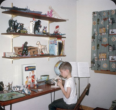 model-kid-building