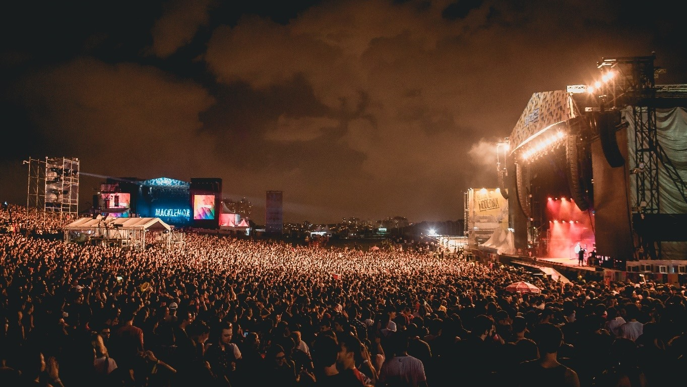 Lollapalloza_2019_-_Flashbang.jpg