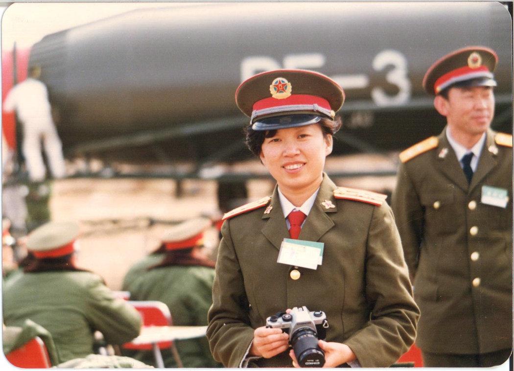 1988年,江林在山西采访总参战役演习。军报记者摄。