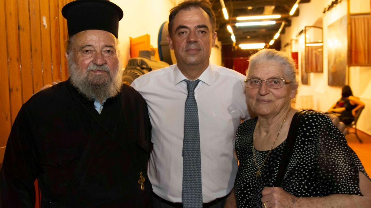 Ο κ. Δημήτρης Κωνσταντόπουλος με τους γονείς του.