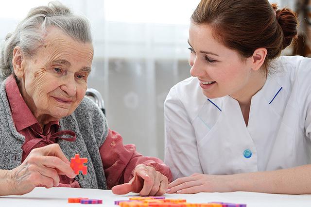Terapia de estimulación cognitiva para los adultos mayores