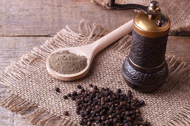 La pimienta negra: Â¿un aliado natural contra el colesterol y el sobrepeso?