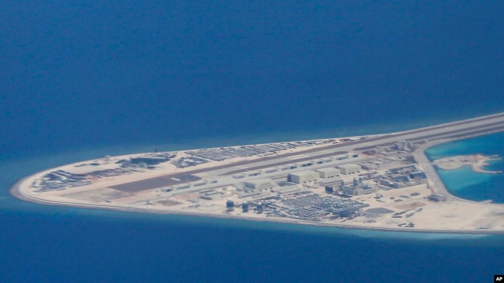 Các công trình Trung Quốc xây dung trên bãi Subi thuộc quần đảo Trường Sa