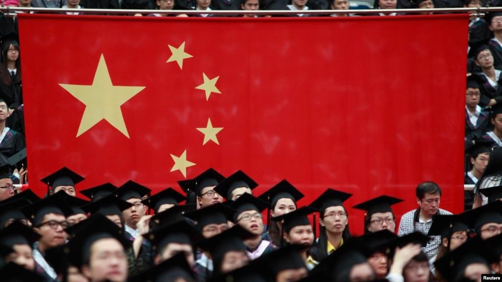 """""""Mỗi học sinh ở Trung Quốc và mỗi một người Trung Quốc có học thức đều biết về 'bách niên quốc sỉ.'"""" nhà sử học Stephen R. Platt nói."""