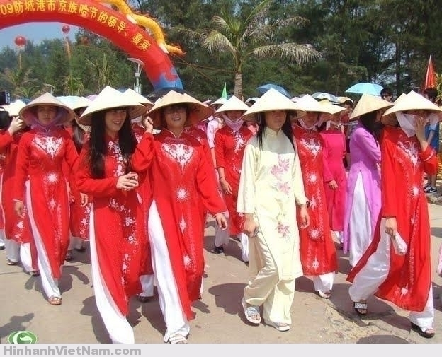 NgưỠi Kinh ở Trung Quốc mặc áo dài truyỠn thống