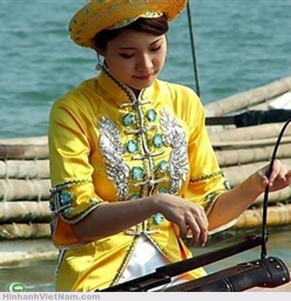 Y phục và nhạc cụ của ngưỠi Kinh tại Quảng Tây