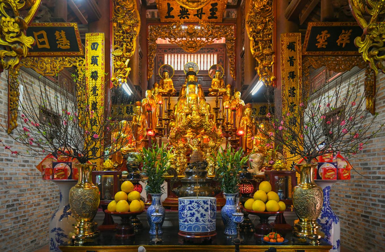 Bức tượng Phật ngồi lưng vua độc nhất Việt Nam ở Hà Nội