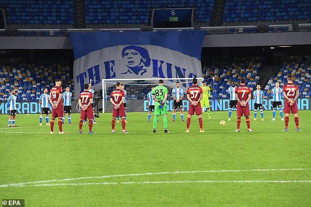 Napoli's players and Roma's players observe a minute of silence in memory of Diego Armando Maradona prior the Italian Serie A soccer match SSC Napoli vs AS Roma, Naples, Italy, on Sunday