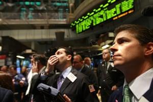 Traders sur le parquet de la Bourse de New York en 2008.