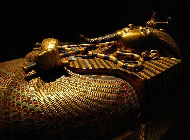 The two hooks and twists that are crossed together mean the revival in the pictures we often see in the coffin of King Tutankhamun.